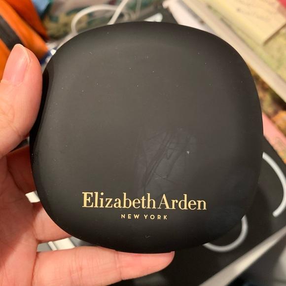 Elizabeth Arden flawless finish bouncy makeup